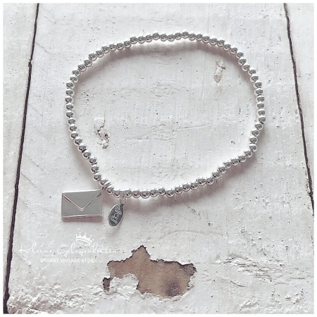 Joma Jewellery ArmBand mit Brief Anhänger
