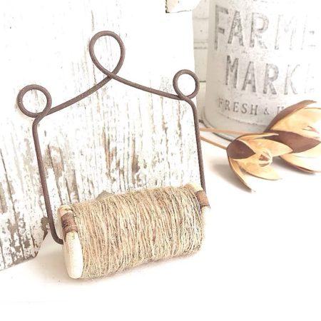 Holzrolle mit Naturband zum hängen