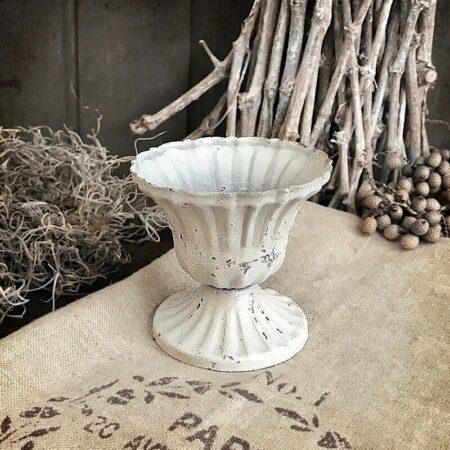 Pokal auf Fuss in Antik Weiss