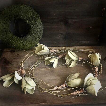 Blütengirlande in MoosGrün